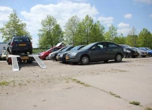 Groot assortiment auto onderdelen te verkrijgen van sloopauto's.